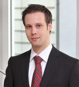 Rechtsanwalt Martin Bachmann von der Kanzlei Hild & Kollegen aus Augsburg nimmt in seinem Gastbeitrag die rechtliche Haftungssituation sowie vertragliche Regelungen bei Open Source Software unter die Lupe.