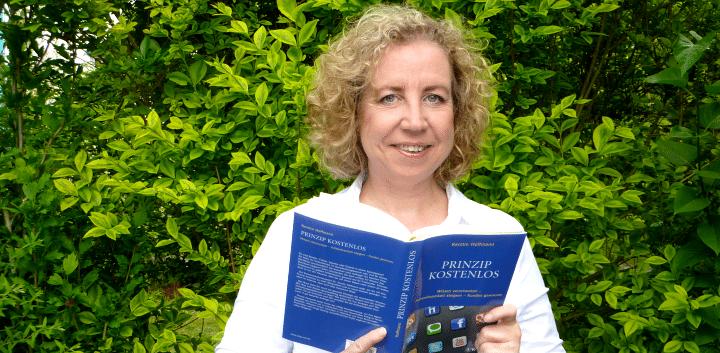 """""""Benutzen Sie Ihren gesunden Menschenverstand. Immer"""": Kommunikationsberaterin Dr. Kerstin Hoffmann im Interview zu ihrem neuen Buch """"Prinzip kostenlos: Wissen verschenken – Aufmerksamkeit steigern – Kunden gewinnen""""."""