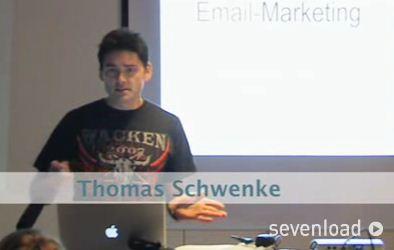 Mit der gewissen Leichtigkeit: Rechtsexperte Thomas Schwenke gibt mit seinem Vortrag einen Überblick über die rechtlichen Stolperfallen in Sachen Email-Marketing. (Screenshot: www.sevenload.com)