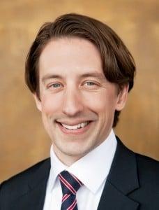 """Er weiß, wovon er spricht: Niklas Plutte ist Fachanwalt für gewerblichen Rechtsschutz und hat ein Tool entwickelt, mit dem auch Laien ihre Marke rechtlich """"wasserdicht"""" anmelden können."""