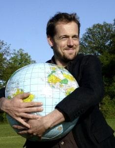 Christian Arno Lingo with globe KB