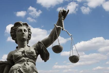 Rechtsverstoß, Abmahnung, Unterlassungserklärung, einstweilige Verfügung – und dann?! Rechtsexperte Niklas Plutte klärt auf.