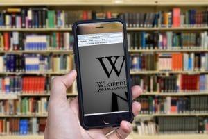 Freie Informationen für alle? Nach welchen Kriterien die ehrenamtlichen Sichter bei Wikipedia Artikel löschen oder zensieren, ist nicht immer nachvollziehbar.