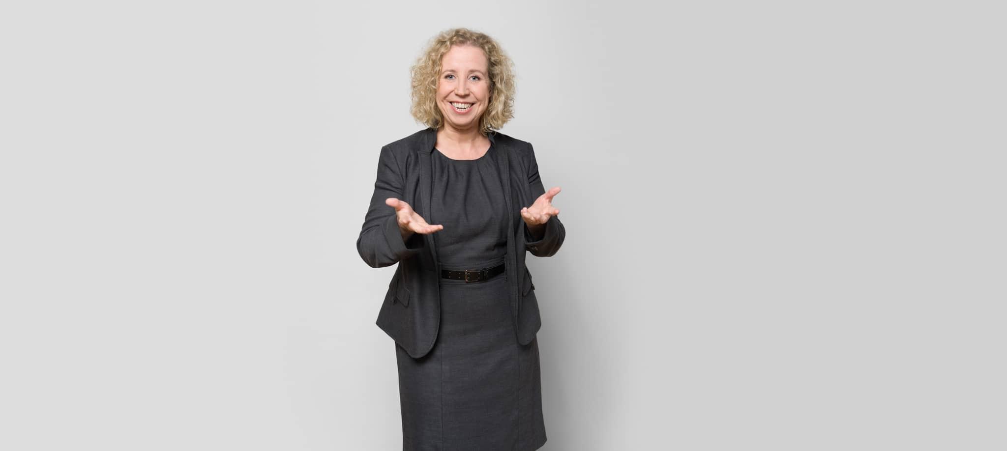 """""""Starten Sie. Jetzt."""" PR-Doktor Kerstin Hoffmann macht im Interview klar, warum die berufliche Nutzung des Social Web kein Wagnis, sondern unbedingte Notwendigkeit ist. In einer Serie auf dem RGBlog haben wir Experten um ihre Einschätzung zu Trends 2014 gebeten. Foto: Susanne Fern"""