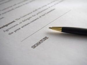 Vertraggestaltung bei Projektverträgen? Der kostenlose E-Mail-Kurs von RESMEDIA hilft Tücken zu besiegen.