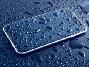 Welche Hausmittel helfen wenn Handy und Co. im Wasser landen?