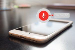 """""""Siri, wie wird das Wetter heute"""" - Die Sprachsuchfunktion wird nicht nur immer beliebter, sondern hat auch Einfluss auf SEO."""