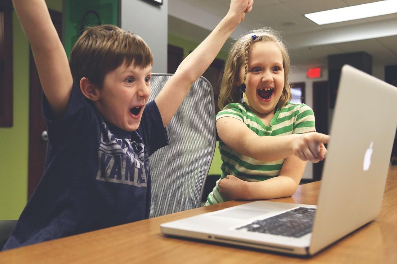 Nicht nur für Kinder spielend einfach: Mit diesen Plattformen lernt ihr ganz einfach Programmieren…