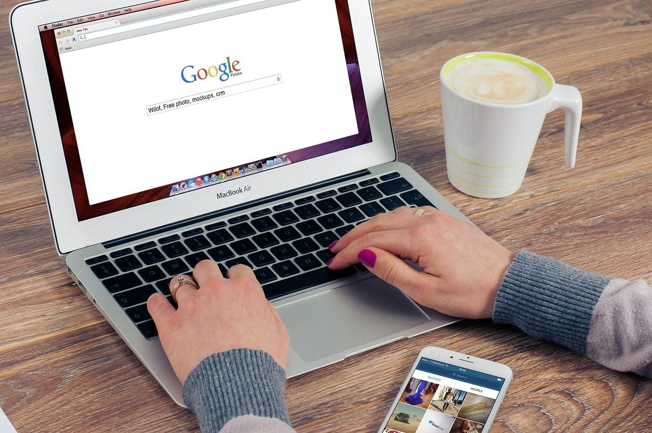 Google kann mehr als suchen: Hier gibt`s nützliche Google-Hacks für Business, Alltag und gegen Langeweile.