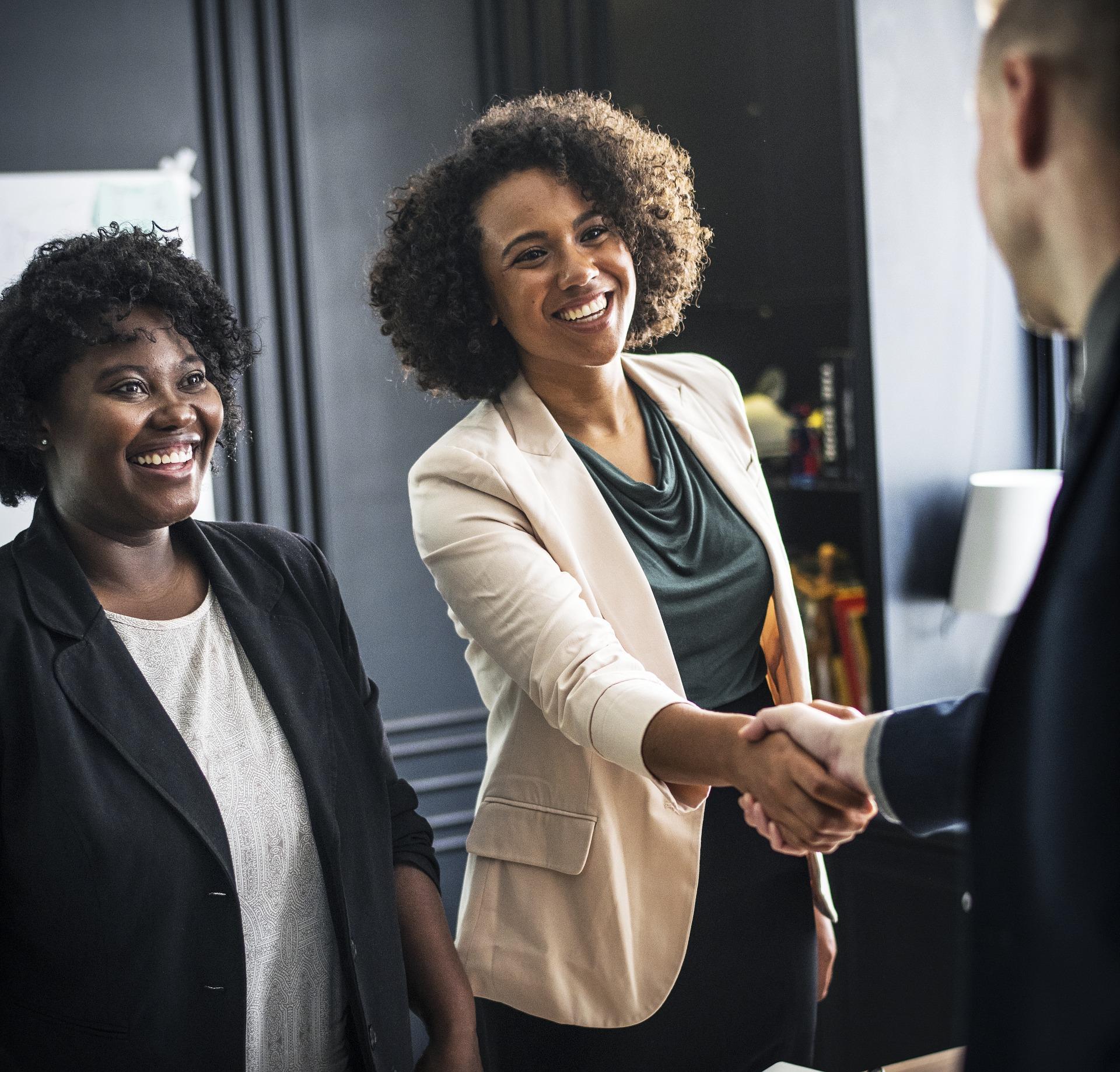 Endlich Verstärkung fürs Team: Ob Minijobber, Teilzeitkraft oder Werkstudent – hier erfahrt ihr, wie ihr euren ersten Mitarbeiter einstellt.