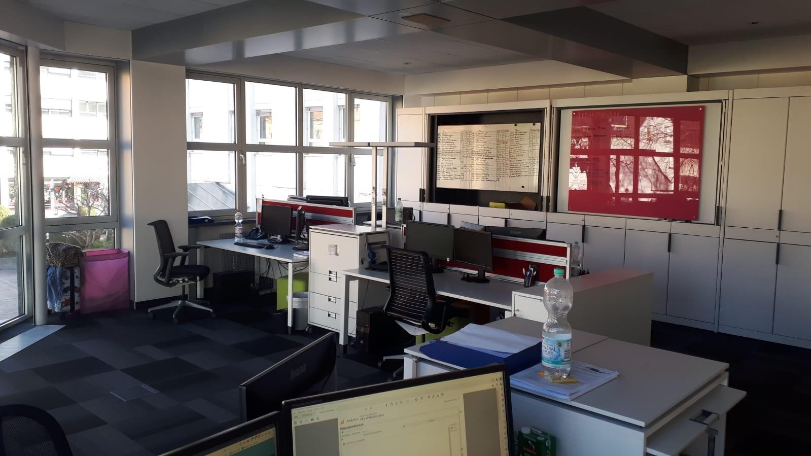 Zwar ist es bei exali momentan ziemlich leer in den Büros, aber trotzdem klappt die Arbeit und die Kommunikation (fast) wie immer.