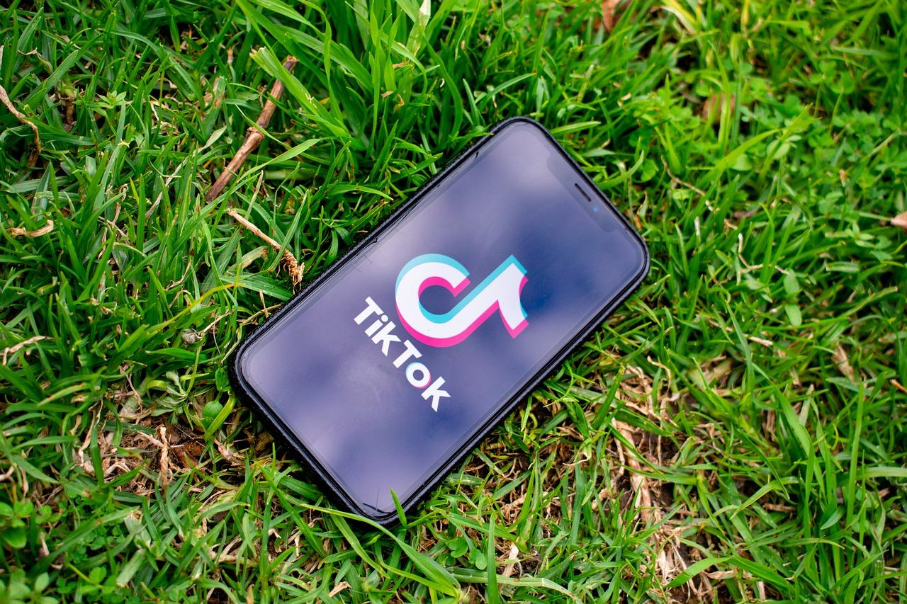 TikTok bietet mehr als nur Lipsync-Videos. 3 Kriterien zeigen, ob dein Unternehmen einen Account braucht.