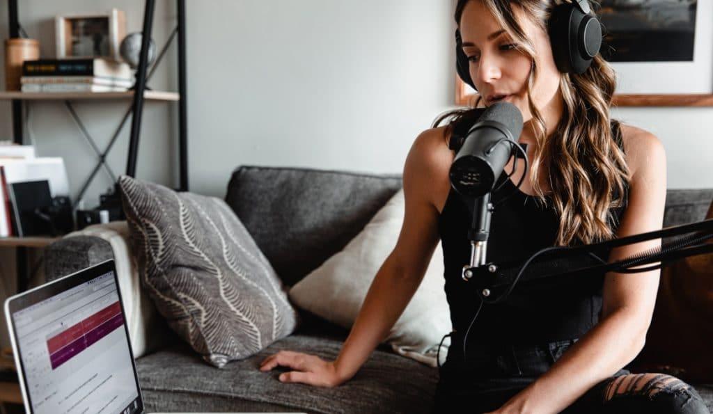 Interessante Podcasts brauchen gute Fragen: Im Artikel gibt es 4 Tipps vom Interview-Experten.