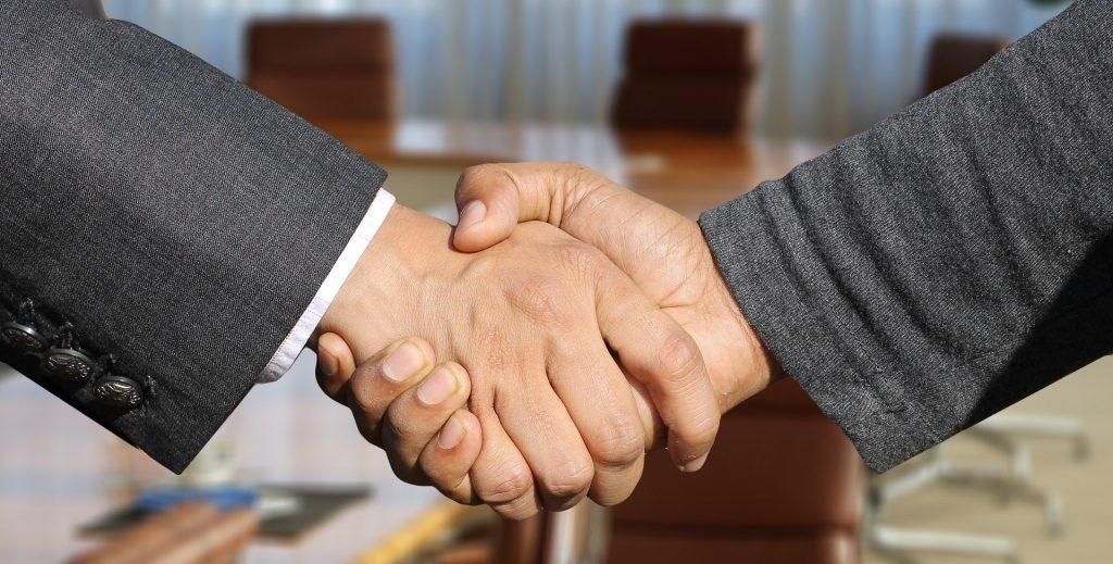 """""""A Firm Handshake"""": Ein Computerspiel thematisiert die große Sehnsucht nach dem Händeschütteln."""